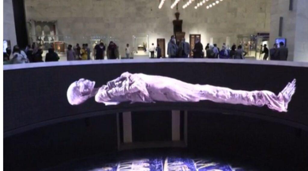 Momie holographique au musée national de la civilisation egyptienne